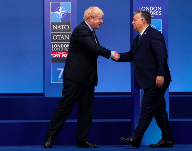 Boris Johnson shaking hands with Viktor Orban.png